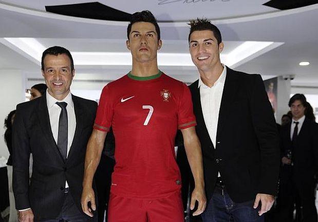Футбольный агент Хорхе МЕНДЕС (слева) и его подопечный - КРИШТИАНУ РОНАЛДУ. Фото REUTERS