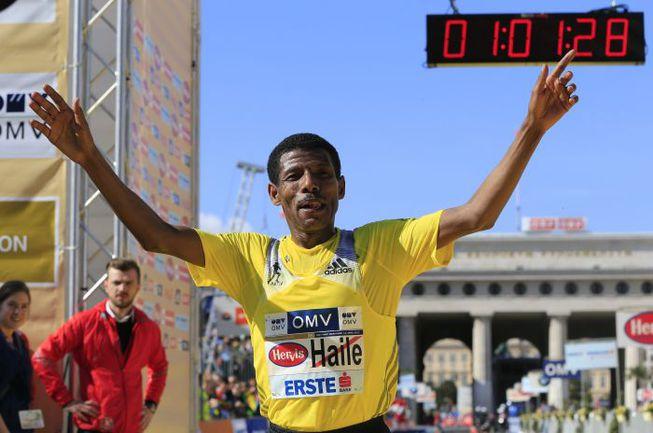 Легендарный ветеран стайерского бега Хайле ГЕБРЕСЕЛАССИЕ. Фото AFP