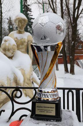 Суббота. Мамонтовка. Трофей, который достался победителям... Фото Владимир НЕЧАЕВ