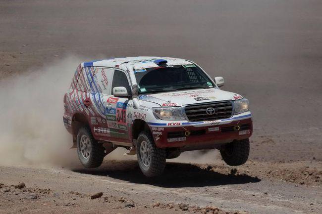 """Триумфальная победа серийных внедорожников Toyota в """"Дакаре-2015""""."""