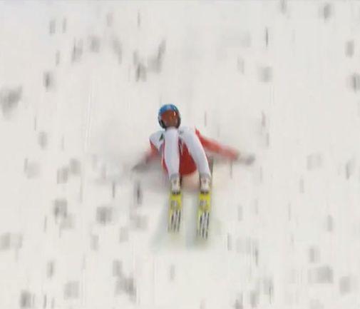 Воскресенье. Викерсунд. Вот три кадра, запечатлевшие приземление Дмитрия ВАСИЛЬЕВА после полета на 254 метра. Как же жаль, что он не смог устоять на ногах...