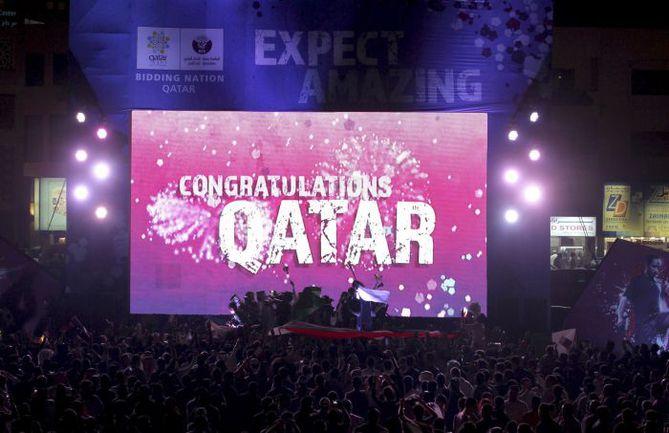 2 декабря 2010 года. Катар. Страна празднует победу в голосовании за право провести чемпионат мира в 2022 году. Фото REUTERS