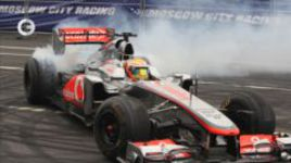 Звёзды F1 промчались по Москве