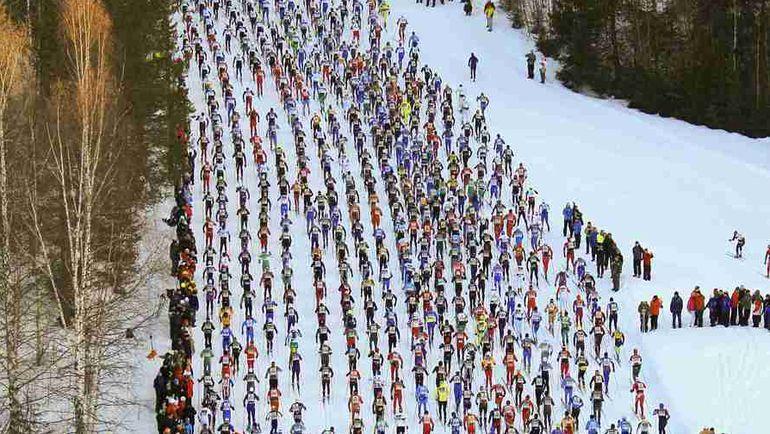 Регистрация 15 800 человек на знаменитый 90-километровый шведский лыжный марафон «Васалоппет» заняла в этом году лишь 83 секунды. В российском аналоге - Деминском лыжном марафоне - недавно пробежали только 2000 спортсменов. Фото REUTERS