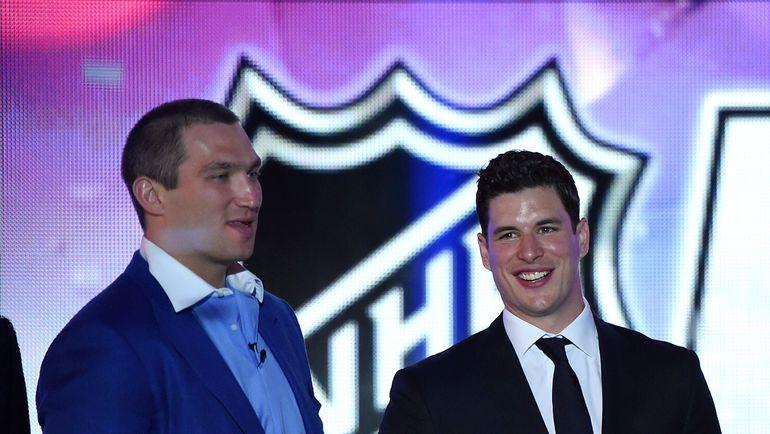 Главные звезды НХЛ: Александр ОВЕЧКИН (слева) и Сидни КРОСБИ. Фото AFP