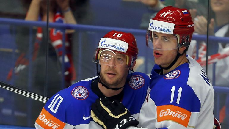 На чемпионате мира в Чехии-2015 Сергей МОЗЯКИН (слева) в тройке Евгения МАЛКИНА стал лучшим бомбардиром сборной.
