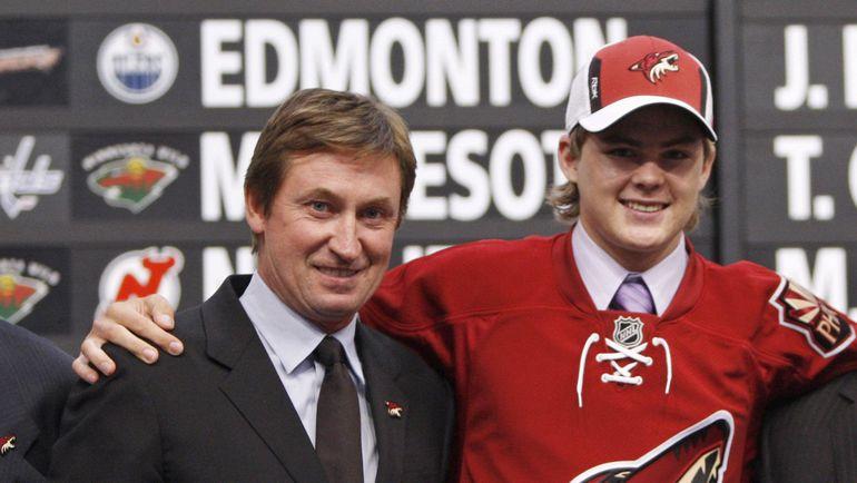 """20 июня 2008 года. Оттава. Виктор ТИХОНОВ (справа) и главный тренер """"Финикса"""" Уэйн ГРЕТЦКИ на драфте НХЛ."""