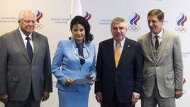 Винер-Усманова получила орден МОК из рук Баха