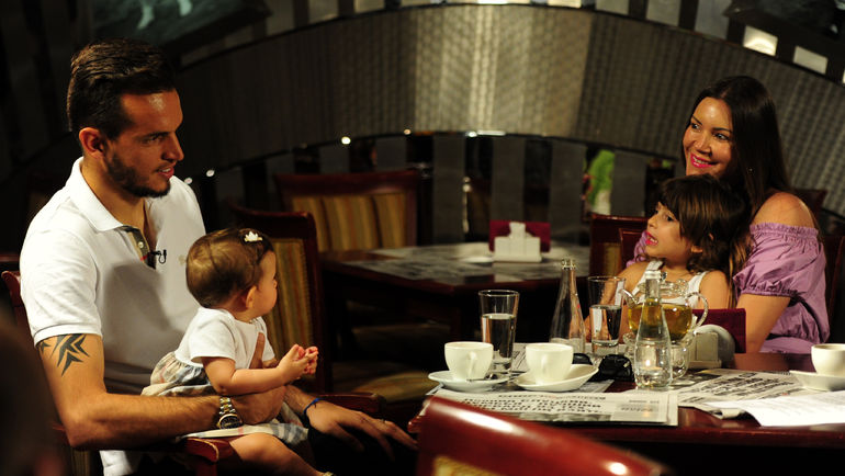 """Четверг. Москва. ГИЛЬЕРМЕ с женой и детьми. Фото Никита УСПЕНСКИЙ, """"СЭ"""""""