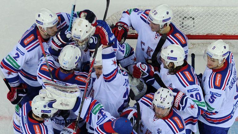 Хоккеисты лучшей команды прошлого сезона - СКА. Фото Юрий КУЗЬМИН, photo.khl.ru