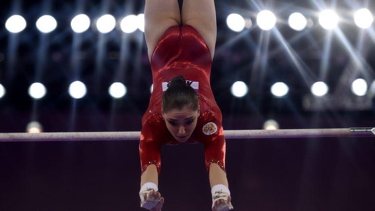 Алия МУСТАФИНА в финале упражнений на брусьях на Европейских играх в Баку.