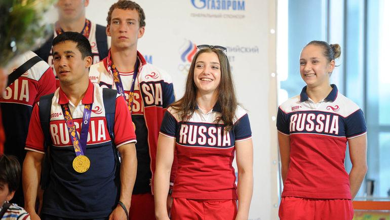 Алия МУСТАФИНА (в центре) и Виктория КОМОВА (справа) встрече обедителей и призеров 1-х Европейских игр в Баку.