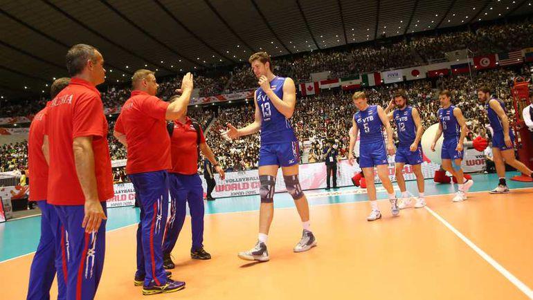 Сегодня. Токио. Япония - Россия - 2:3. Сборная России празднует победу. Фото fivb.org