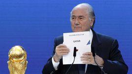 Президент ФИФА Йозеф БЛАТТЕР объявляет Катар станой-хозяйкой ЧМ-2022.