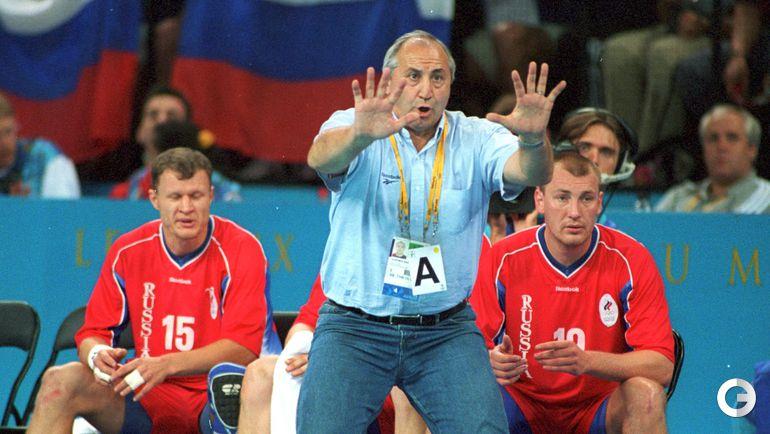 1 октября 2000 года. Владимир МАКСИМОВ приводит российскую сборную к золотым медалям Олимпиады в Сиднее.