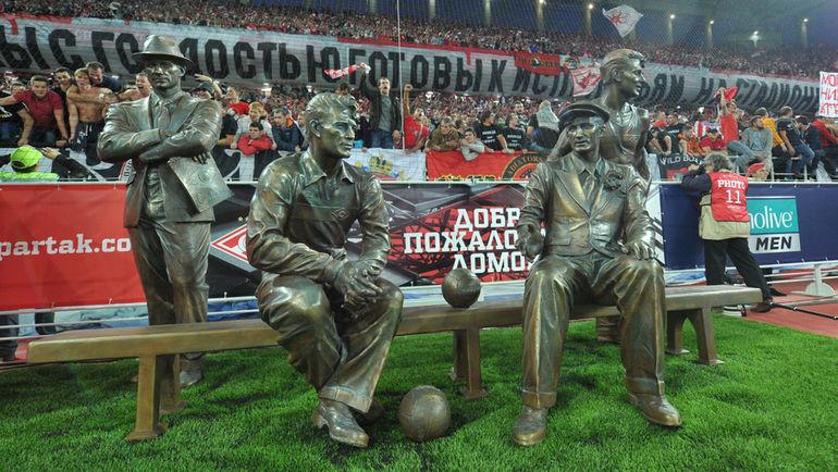 """Памятник братьям Старостиным на """"Открытие Арене"""""""