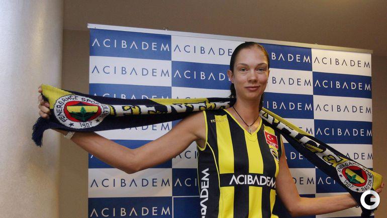 Клубная карьера: чемпионка Турции (2009/10), обладательница Суперкубка и Кубка Турции (2010). Фото fenerbahce.org