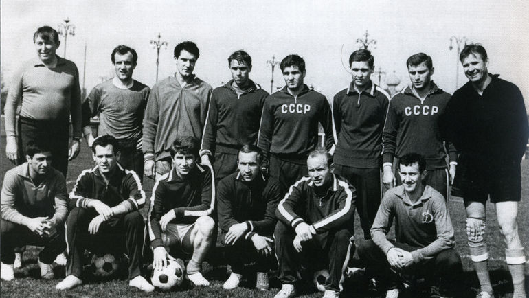 Воспитанник минской школы спартак, первый тренер - сергей александрович устинович