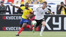 29 мая 2013 года. Флорида. Роман НОЙШТЕДТЕР (№21) в товарищеском матче сборной Германии с Эквадором.
