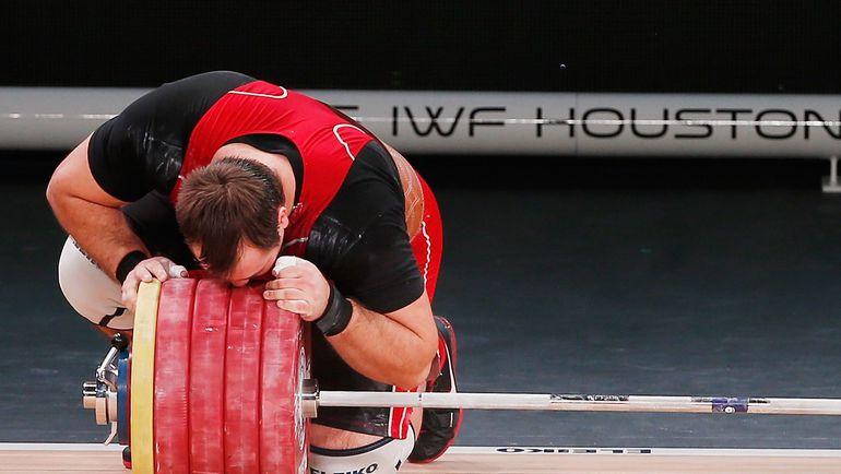 28 ноября. Хьюстон. Чемпион и рекордсмен мира Алексей ЛОВЧЕВ. Фото AFP