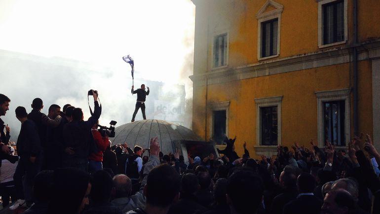 """Тирана в огне.  Албания перед матчем """"Локо"""""""