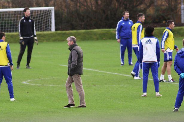 """Абрамович на тренировке """"Челси""""."""