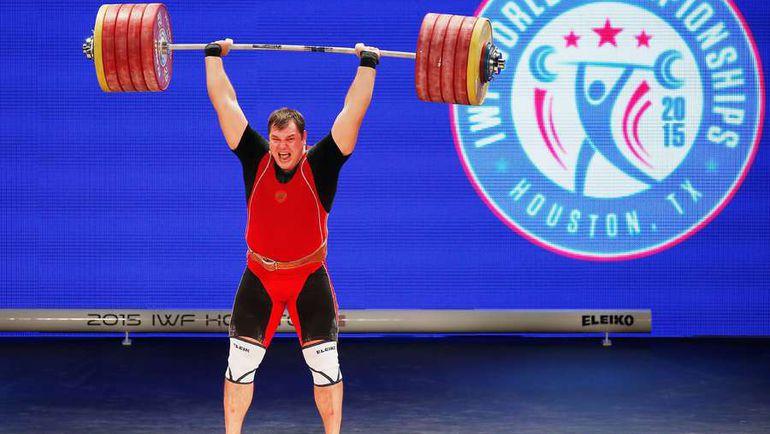 28 ноября. Хьюстон. Алексей ЛОВЧЕВ поднимает рекордные 264 кг в толчке на чемпионате мира. Фото AFP