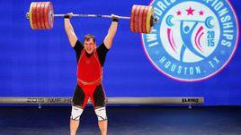 28 ноября. Хьюстон. Алексей ЛОВЧЕВ поднимает рекордные 264 кг в толчке на чемпионате мира.