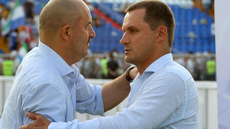 Андрей КОБЕЛЕВ (справа) заменил Станислава ЧЕРЧЕСОВА. Фото Игорь ГОРШКОВ