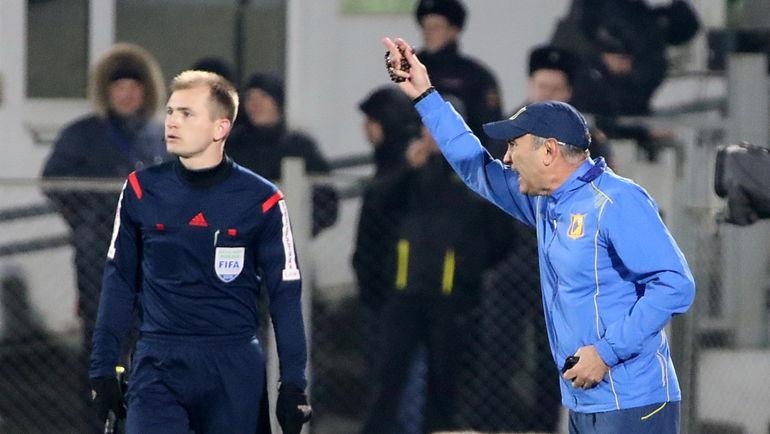 Курбан БЕРДЫЕВ (справа) получил возможность повезти свою команду тренироваться в ОАЭ. Фото Владимир ПОТЕРЯХИН