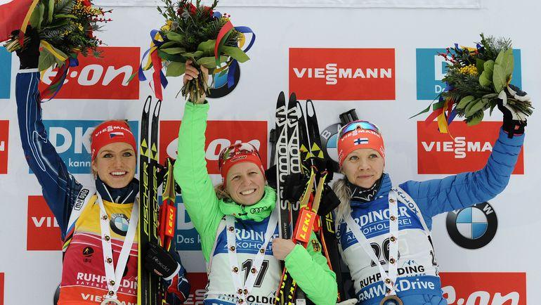 Победительницы спринтерской гонки на этапе Кубка мира в Рупольдинге: немка Франциска ХИЛЬДЕБРАНД (в центре), чешка Габриэла СОУКАЛОВА (слева) и финка Кайса МЯКЯРЯЙНЕН (справа). Фото AFP
