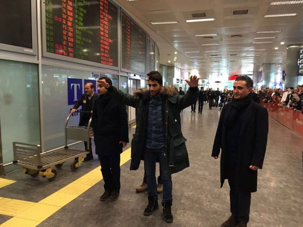 Езбилис в аэропорту имени Ататюрка.