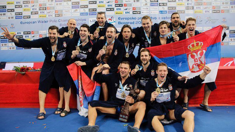 Сегодня. Белград. Сербия - Черногория (10:9). Сборная Сербии празднует победу в финале чемпионата Европы. Фото AFP