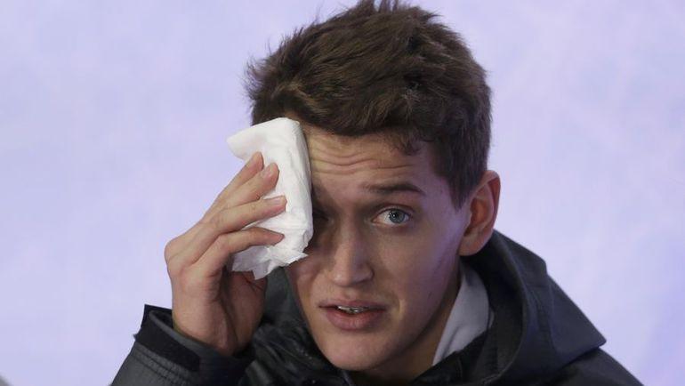 28 января. Братислава. Максим КОВТУН после падений в произвольной программе. Фото REUTERS
