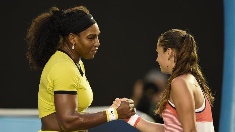 В третьем круге Australian Open-2016 Дарья КАСАТКИНА (справа) уступила Серене УИЛЬЯМС - 1:6, 1:6. Фото AFP