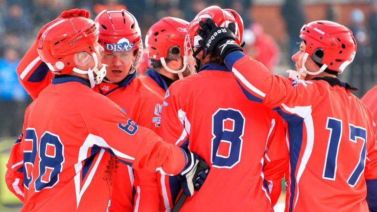 Сегодня. Ульяновск. Россия - Финляндия - 6:1. Хозяева льда празднуют гол. Фото vk.com/bandy2016