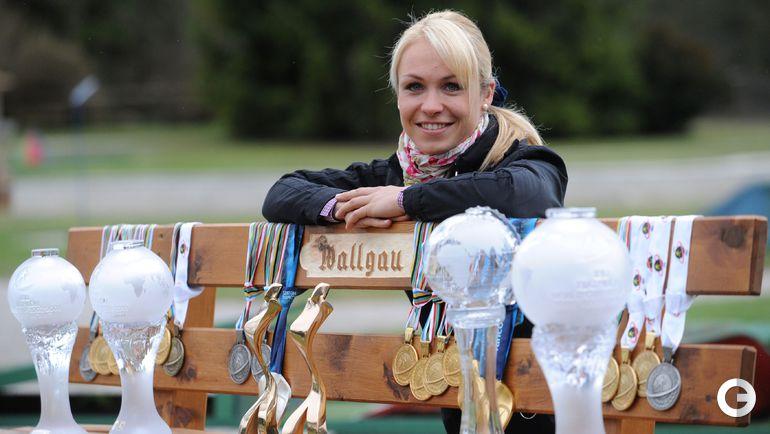 Магдалена НОЙНЕР со своими наградами и кубками. Фото REUTERS