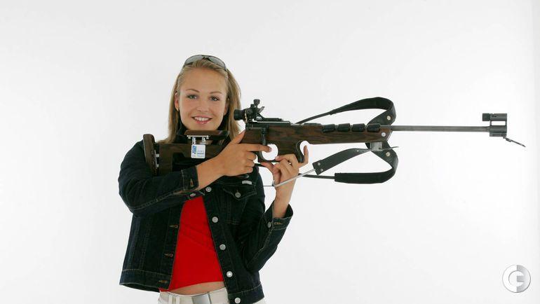 Магдалена НОЙНЕР c винтовкой.