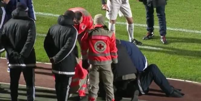 Лоран Русси после попадания мячом в лицо.
