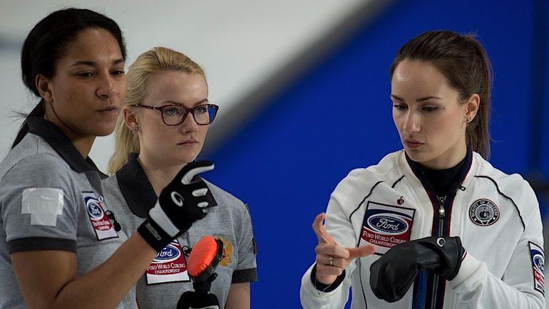 Кира ЕЗЕХ, Александра РАЕВА и Анна СИДОРОВА (слева направо) во время матча за 3-е место против Канады.