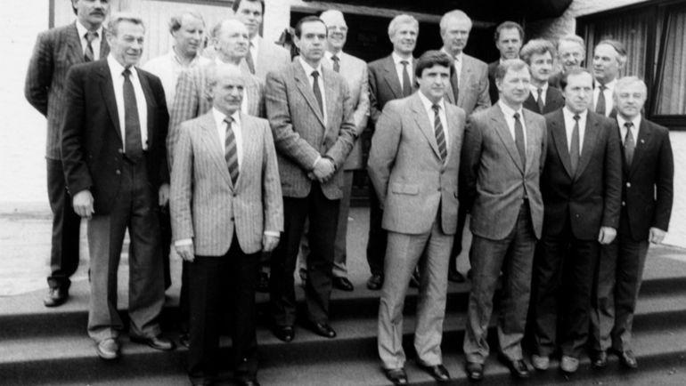 Владимир САЛЬКОВ (второй справа в нижнем ряду) - на тренерском семинаре в ФРГ вместе с Борисом ИГНАТЬЕВЫМ, Геннадием КОСТЫЛЕВЫМ, Юрием МОРОЗОВЫМ, Валерием ЛОБАНОВСКИМ, Вячеславом КОЛОСКОВЫМ, Францем БЕККЕНБАУЭРОМ и Берти ФОГТСОМ.