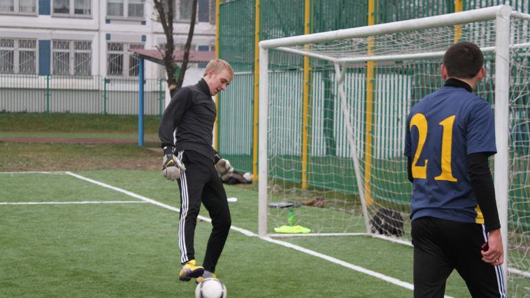 В Москве весна и поэтому количество желающих погонять мяч растет.