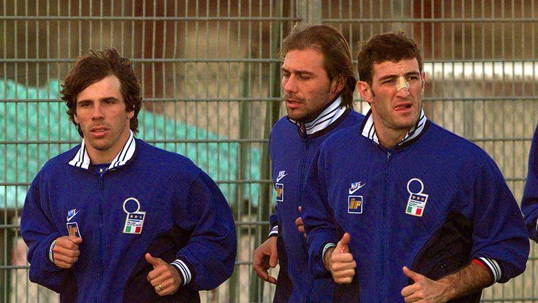 Антонио КОНТЕ (в центре) приложил максимум усилий, чтобы восстановиться после серьезной травмы, но на чемпионат мира-98 его не взяли. Фото REUTERS