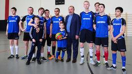 Газзаев посмотрел матч ТДК в школьном спортзале
