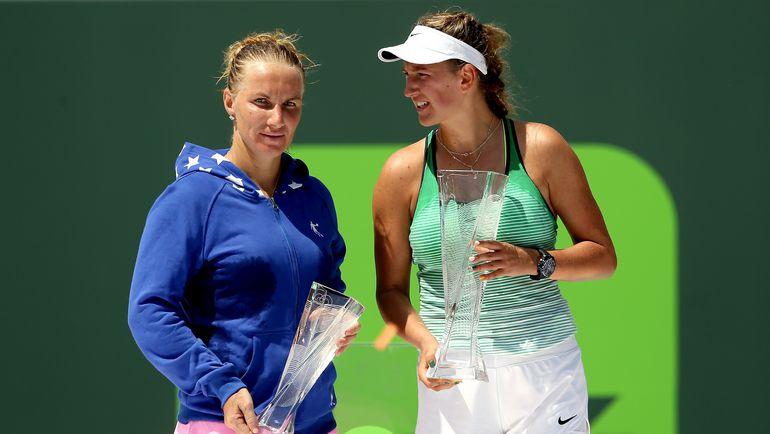 Виктория АЗАРЕНКО (справа) в начале апреля обыграла Светлану КУЗНЕЦОВУ в финале турнира в Майами. Фото AFP