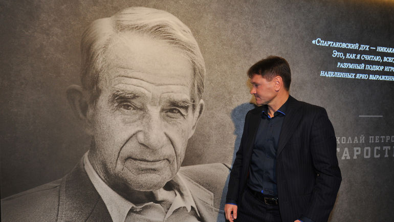Дмитрий АЛЕНИЧЕВ в музее 'Спартака'. Фото Александр ФЕДОРОВ, 'СЭ'