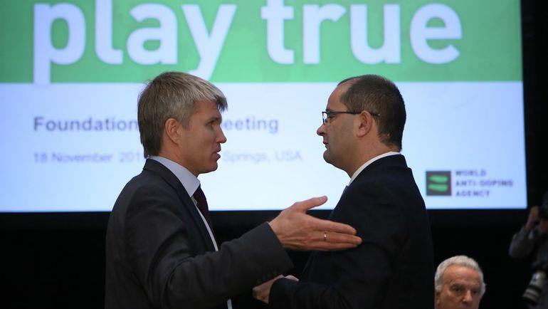 Генеральный секретарь ФИБА Патрик БАУМАНН (справа). Фото AFP