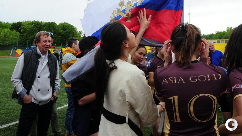 Юрий СЕМИН стал гостем на турнире женских любительских команд.