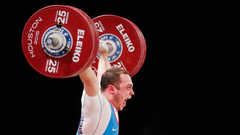 Одну из трех золотых медалей чемпионата мира принес России Артем ОКУЛОВ в категории до 85 кг. Фото AFP