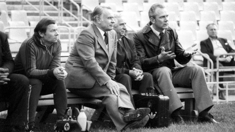 1982 год. Константин БЕСКОВ (второй слева) и Валерий ЛОБАНОВСКИЙ (справа). Фото Игорь УТКИН
